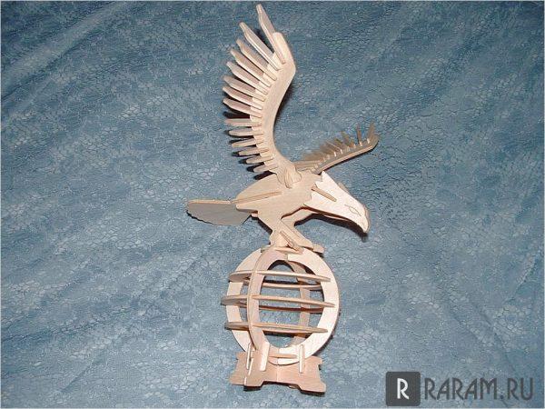Орел на 3D шаре