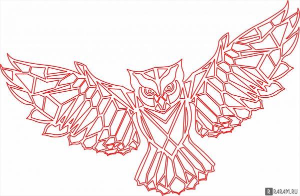 Сова с распростертыми крыльями
