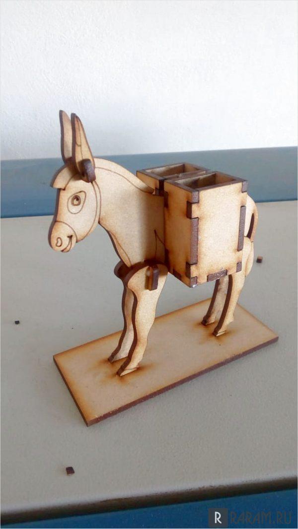 Подставка для столовых приборов в форме осла