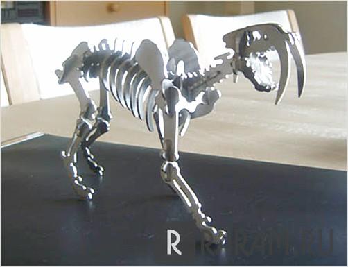 Саблезубый скелет тигра
