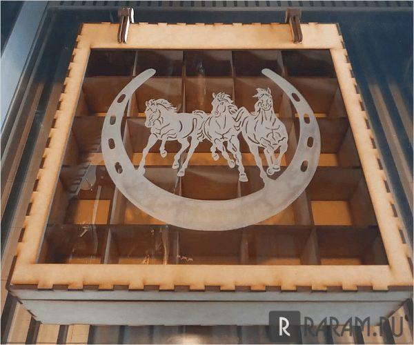 Квадратная коробка с окном