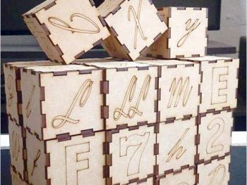 Кубики с буквами и цифрами
