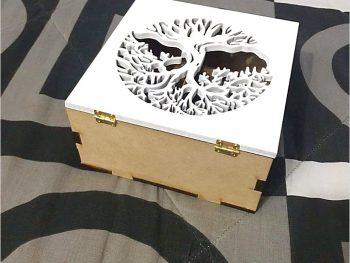 Квадратная коробка с узором дерева