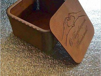 Декоративная подарочная коробка