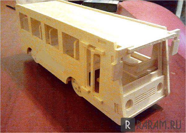 Трехмерный пассажирский автобус